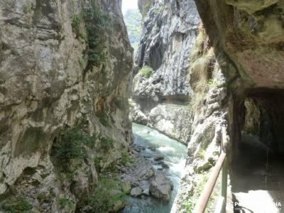 Ruta Cares-Picos de Europa; rio sorbe lago ubales valle de oza montes aquilianos